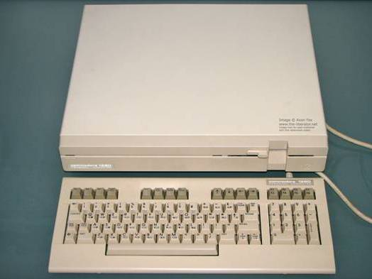 http://www.the-liberator.net/site-files/retro-games/hardware/Commodore-128D/Commodore-128D-Rev-5/Commodore-128D-001.JPG